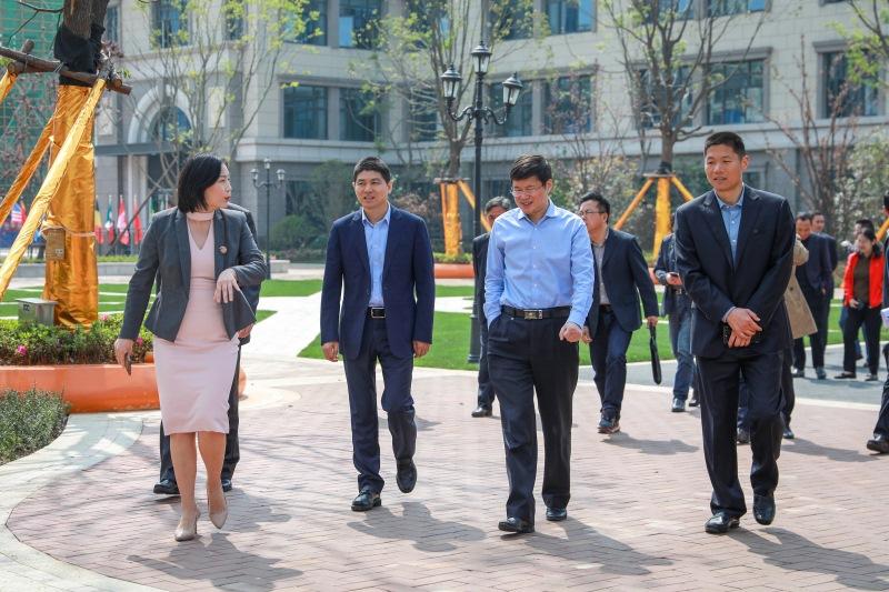 合肥市政府副秘书长谢军一行领导莅临千赢手机app下载官网公学视察指导工作